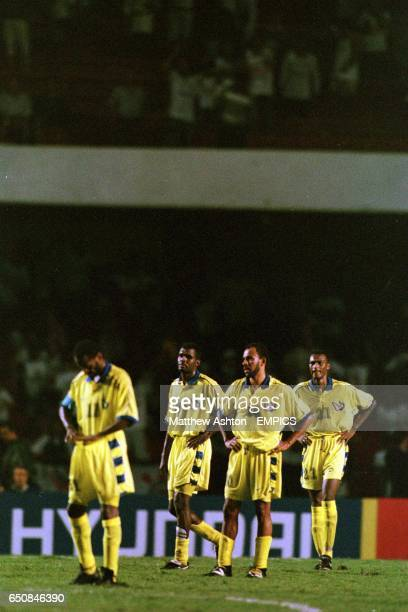 Al Naasr players stand dejected after a Corinthians goal