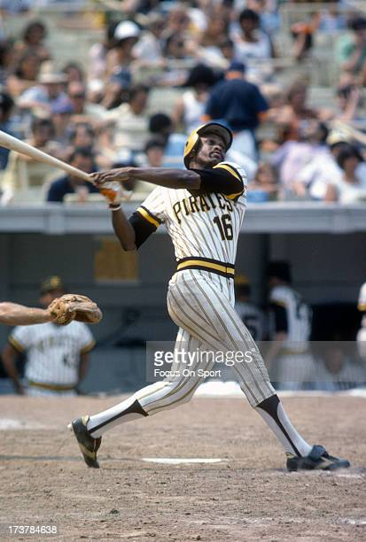 Al Oliver of the PIttsburgh Pirates bats against the New York Mets during an Major League Baseball game circa 1977 at Shea Stadium in the Queens...