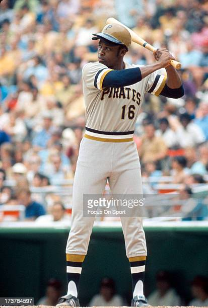 Al Oliver of the PIttsburgh Pirates bats against the Philadelphia Phillies during an Major League Baseball game circa 1972 at Veterans Stadium in...