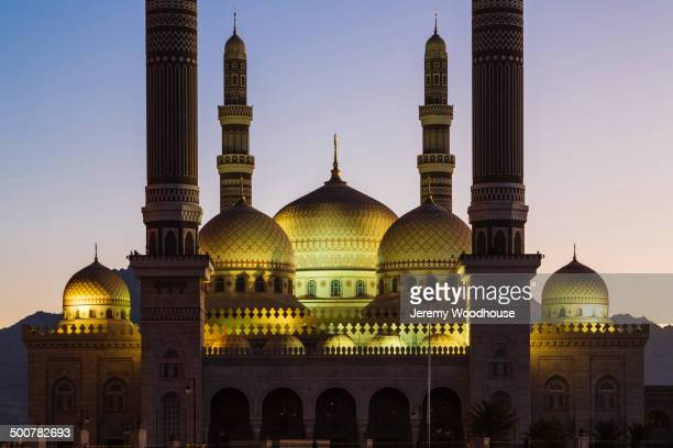al saleh mosque lit up at dawn, sanaa, yemen - al saleh mosque stock pictures, royalty-free photos & images