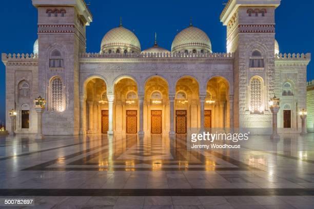 al saleh mosque lit up at night, sanaa, yemen - al saleh mosque stock pictures, royalty-free photos & images