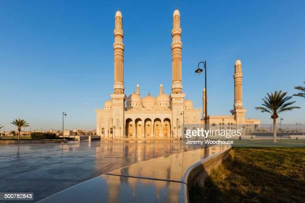 al saleh mosque under blue sky, sanaa, yemen - al saleh mosque stock pictures, royalty-free photos & images