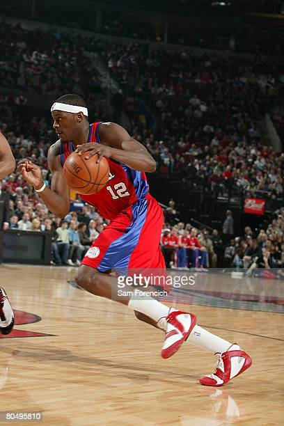 Al Thornton of the Los Angeles Clippers moves the ball during the NBA game against the Portland Trail Blazers on March 21 2008 at the Rose Garden in...