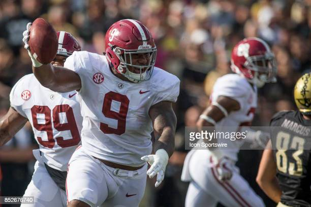 Alabama Crimson Tide defensive end Da'Shawn Hand celebrates a fumble recover during a college football game between the Vanderbilt Commodores and the...