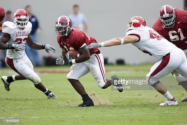 Alabama Crimson Tide running back Kenneth Darby avoids a tackle by Arkansas Razorback linebacker Clarke Moore during a 24 to 13 win over the...