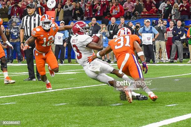 Alabama Crimson Tide wide receiver Calvin Ridley attempts to spin out of a tackle attempt by Clemson Tigers cornerback Ryan Carter after an early...