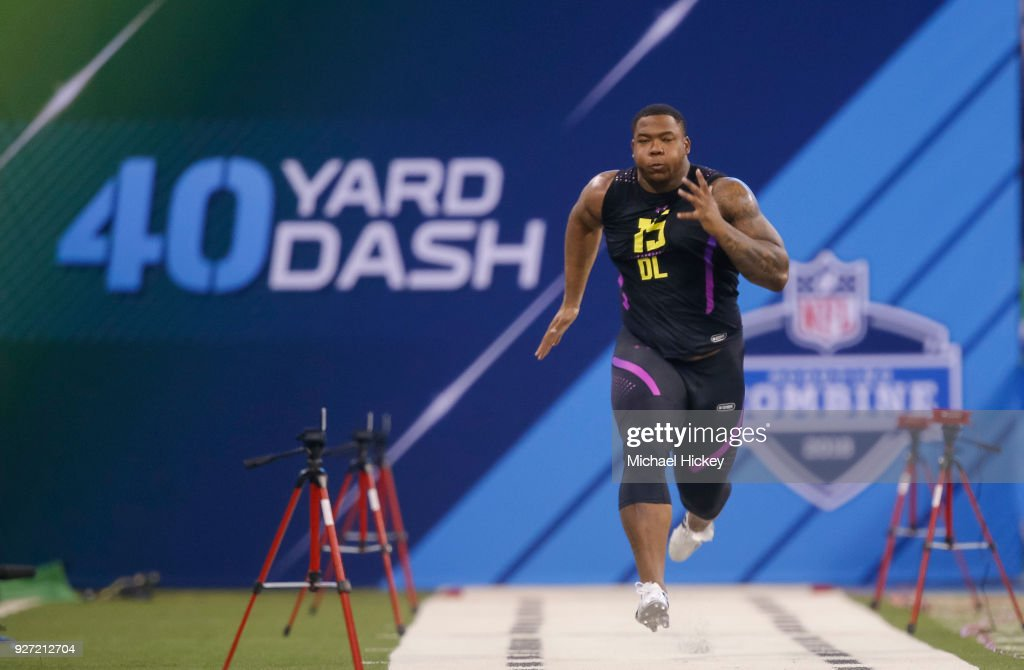 Alabama defensive lineman Da'ron Payne (DL15) runs in the 40 yard dash at Lucas Oil Stadium on March 4, 2018 in Indianapolis, Indiana.