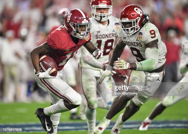 Alabama wide receiver Henry Ruggs III is pursued by Oklahoma linebacker Kenneth Murray during the second half of the CFP Semifinal at the Orange Bowl...
