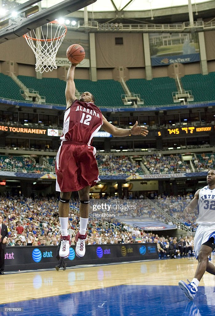 Alabama's Alonzo Gee breaks away for a dunk during the second half of...  News Photo - Getty Images
