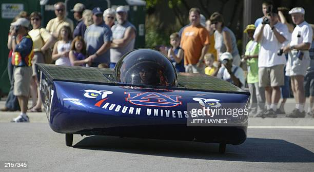 Alabama's Auburn University's solar powered car SOL of Auburn is seen here 13 July 2003 at the start of the race across America on historic Route 66...