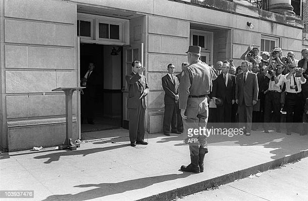 Alabama's governor George Wallace faces General Henry Graham in Tuscaloosa 12 June 1963 at the University of Alabama in which he blocked the...