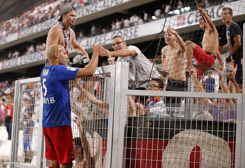 Alaeddine Yahia of SM Caen thanks the supporters following the French Ligue 1 match between Olympique de Marseille (OM) and SM Caen at Stade Velodrome on August 8, 2015 in Marseille, France.