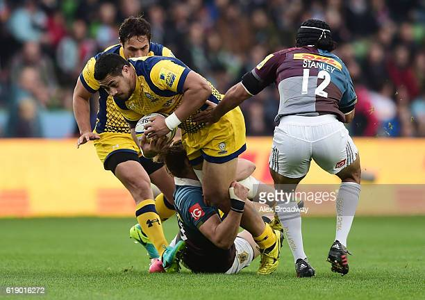 Alafoti Faosiliva of Worcester Warriors is tackled by Joe Marchant and Winston Stanley of Harlequins during the Aviva Premiership match between...