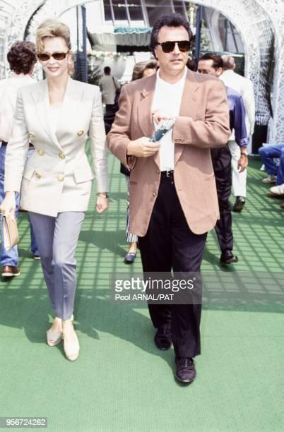 Alain Afflelou et sa compagne Alexandra Lorska lors du tournoi de RolandGarros à Paris en juin 1993 France