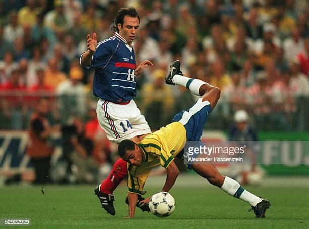 3 FRANKREICH FUSSBALLWELTMEISTER 1998 Alain BOGHOSSIAN/FRA DENILSON/BRA