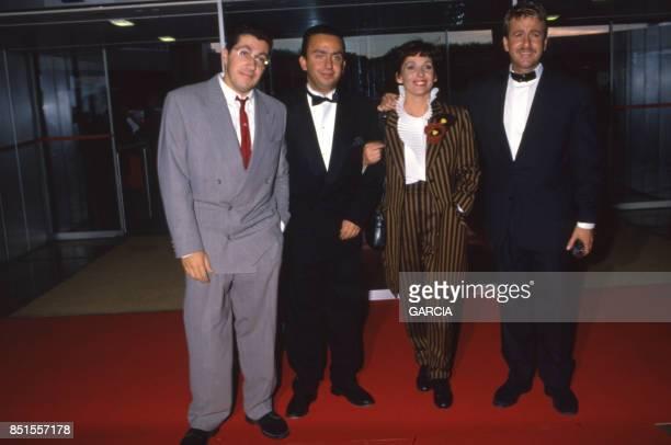 Alain Chabat Bruno Carette Chantal Lauby et Dominique Farrugia lors de la cérémonie de remise des Sept d'Or à Paris en septembre 1988 France