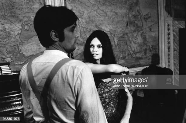 Alain Delon et Brigitte Bardot dans le film 'Histoires extraordinaires' de Louis Malle en mars 1967 à Rome Italie