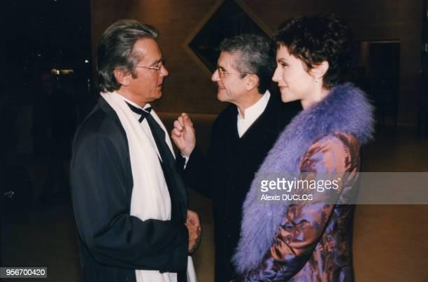 Alain Delon et Claude Lelouch accompagné de son épouse Alessandra Martines lors de la soirée du Prix International du cinéma Rudolph Valentino le 11...
