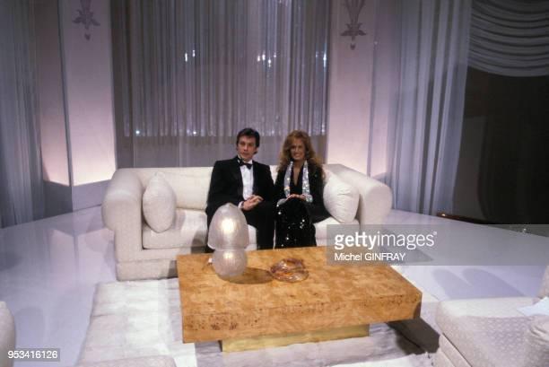 Alain Delon et Dalida lors d'une émission de télévision en 1983 à Paris, France.