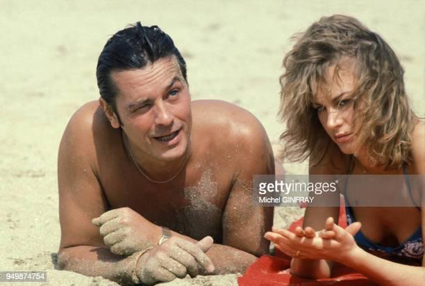 Alain Delon et Dalila Di Lazzaro lors du tournage du film 'Trois hommes à abattre' de Jacques Deray en août 1980 France