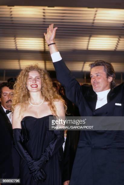 Alain Delon et Domiziana Giordano pour le film 'Nouvelle Vague' lors du Festival de Cannes en mai 1990, France.