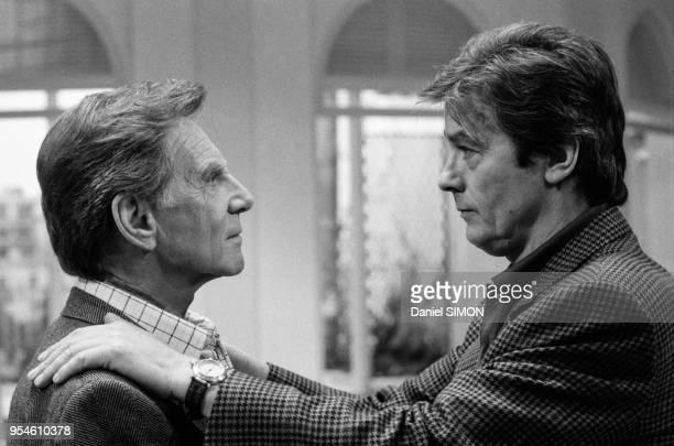 Alain Delon et JeanPierre Aumont dans le téléfilm 'Cinéma' réalisé par Philippe Lefebvre à Paris en avril 1988 France