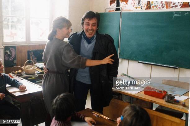 Alain Delon et Nathalie Baye lors du tournage du film 'Notre histoire' de Bertrand Blier en avril 1984 France