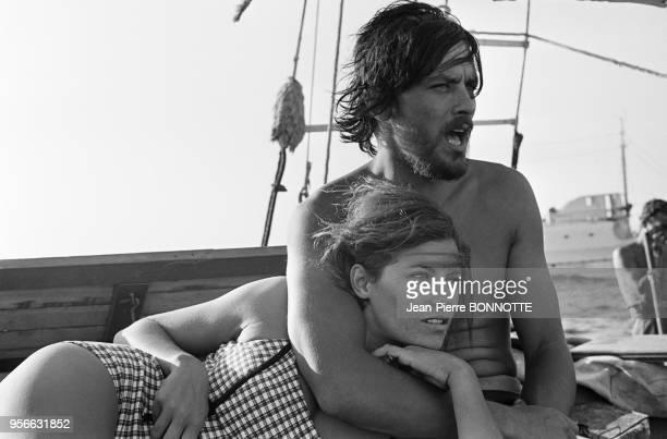 Alain Delon et Nathalie Delon lors du tournage du film 'Les Aventuriers' réalisé par Robert Enrico en 1966 France