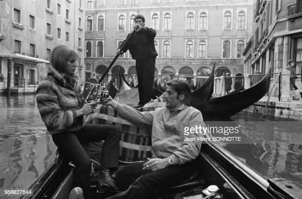 Alain Delon et son épouse Nathalie Delon en vacances en janvier 1968 à Venise ltalie