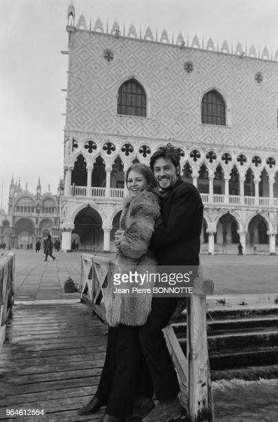 Alain Delon et son épouse Nathalie en janvier 1968 à Venise Italie