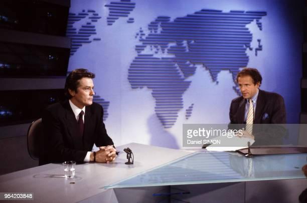Alain Delon invité du journal de 20H de Patrick Poivre d'Arvor sur TF1 à Paris le 14 mars 1988 France
