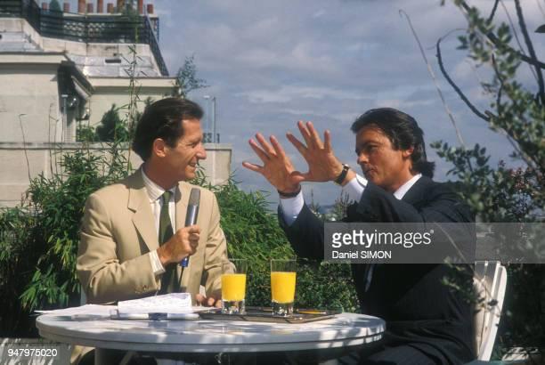Alain Delon reçu par la chaîne de télévision Antenne 2 le 7 septembre 1987 à Paris France