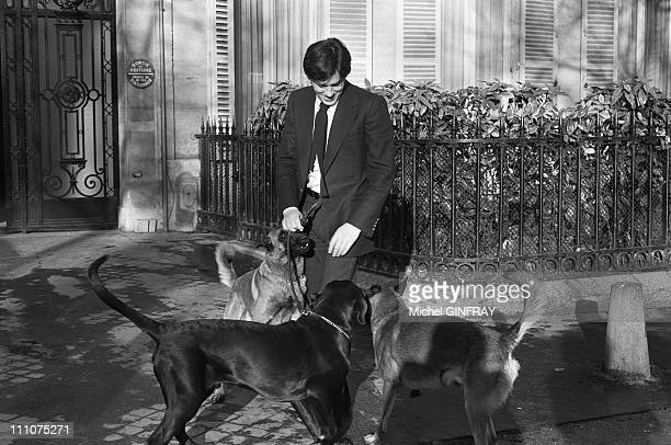 Alain Delon with his dogs Jado and Manu and Lippy Mireille Darc's dog in Paris France in February 1977