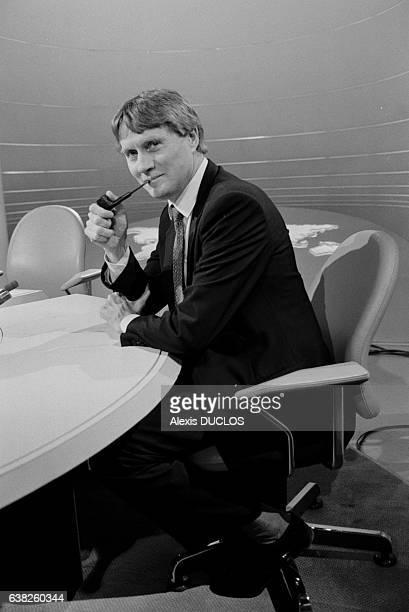 Alain Devaquet ministre de l'éducation sur le plateau du journal d'Antenne 2 à Paris France le 27 novembre 1986
