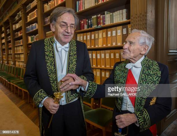 Alain Finkielkraut et Jean d'Ormesson lors de l'installation de Alain Finkielkraut à l'Académie Française au fauteuil de Félicien Marceau le 28...