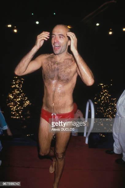 Alain Juppé à la piscine Deligny le 30 juin 1986 à Paris France