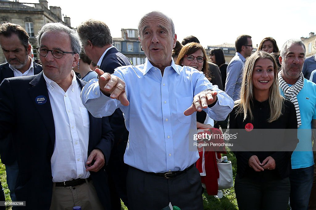 Les Republicains' Party Member and Mayor of Bordeaux Alain Juppe Attends a Picnic In Bordeaux : Nieuwsfoto's