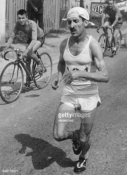 Alain Mimoun Leichtathlet Langstreckenläufer während der frnzösischen MarathonMeisterschaft