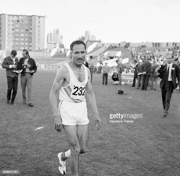 Alain Mimoun lors des Championnats nationaux d'athletisme en juillet 1965 a Colombes France