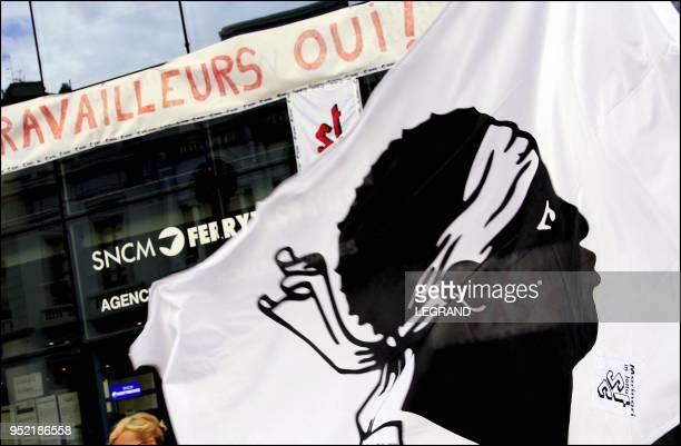 Alain Mosconi ce matin dimanche 2 octobre 2005 sur le port de bastia avant l'assemblee generale qui va se derouler au siege de la SNCM