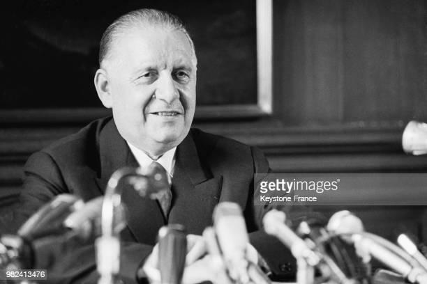 Alain Poher expose devant le Sénat salle de Brosse sa candidature à la présidence de la république à Paris en France le 14 mai 1969