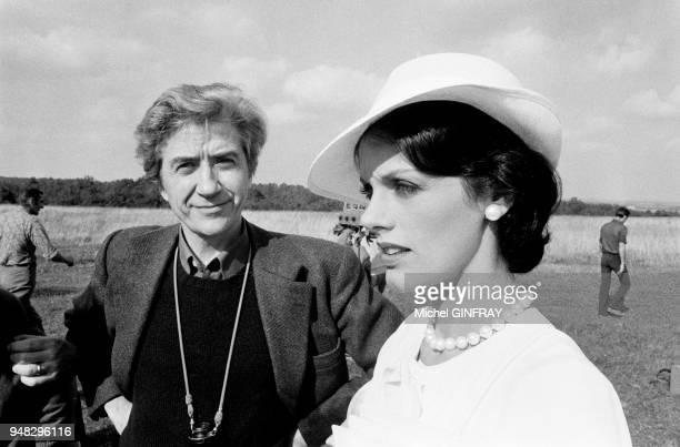 Alain Resnais et Anny Duperey pendant le tournage de 'Stavisky' en octobre 1973 en France.