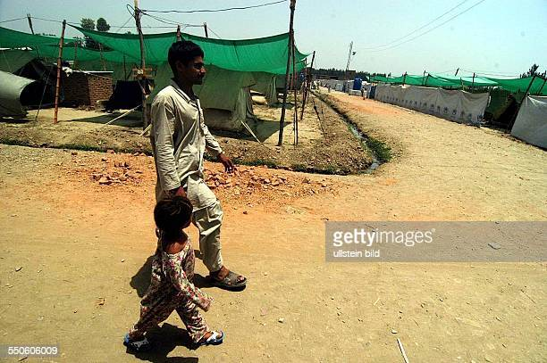 SHEICK SHAZAD CAMP MARDAN SARHAD PROVINCE PAKISTAN JUNE 29TH Alam Zeab the head and father of his Pashtun family is taking his youngest girl Sapna to...