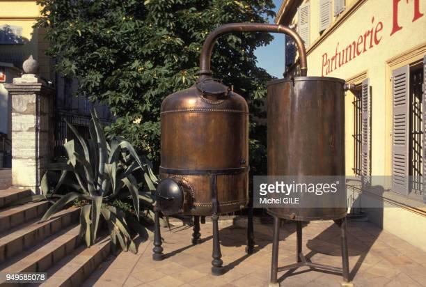 Alambic ancien d'une parfumerie de Grasse dans les AlpesMaritimes France
