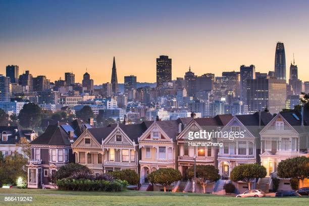Alamo square and Painted Ladies with San Francisco skyline