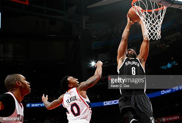 Alan Anderson of the Brooklyn Nets dunks against Jeff Teague and Al Horford of the Atlanta Hawks at Philips Arena on January 28 2015 in Atlanta...