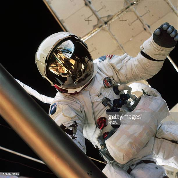 Alan Bean walks in space outside the Skylab space station during the Skylab 3 mission | Location Earth orbit
