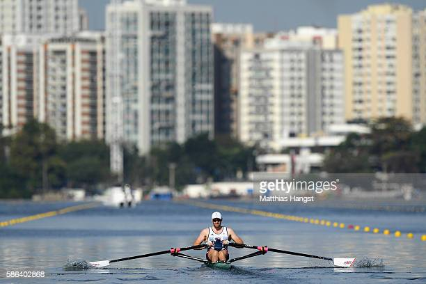 Alan Campbell of Great Britain competes during the Men's Single Sculls Heat 2 on Day 1 of the Rio 2016 Olympic Games at the Lagoa Stadium on August 6...