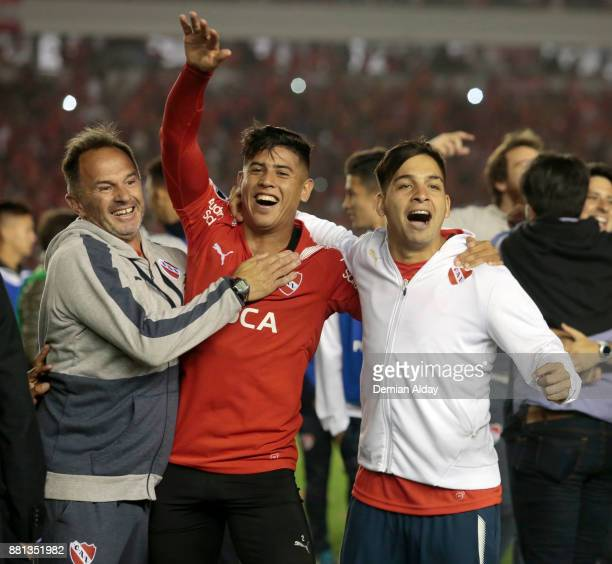 Alan Franco and Martin Benitez of Independiente celebrate after winning a second leg match between Independiente and Libertad as part of the...