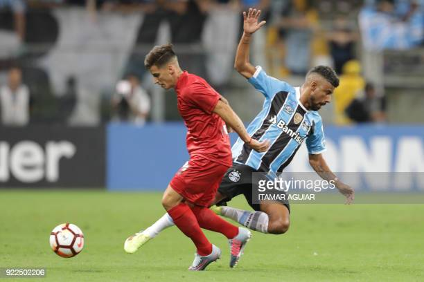 Alan Franco of Argentina's Independiente vies for the ball with Leo Moura of Brazil's Gremio during their Recopa Sudamericana 2018 second leg final...